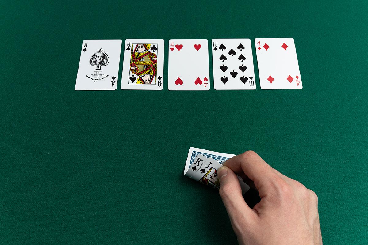 Kết quả hình ảnh cho hand poker